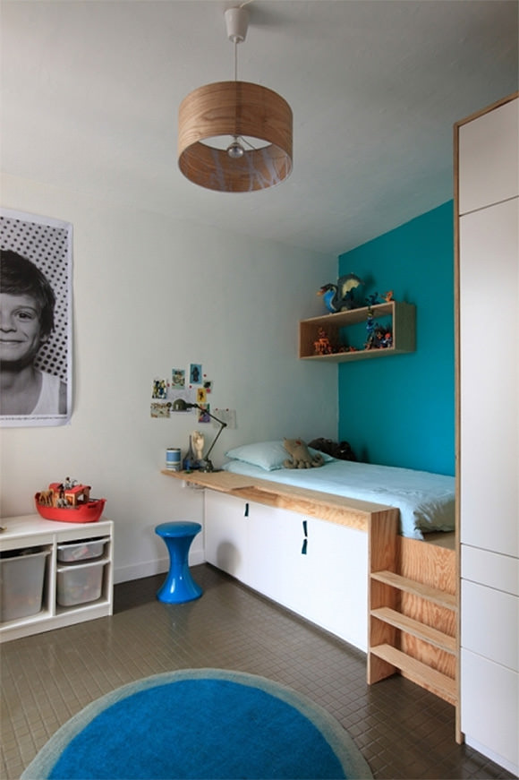 Cool Platform Bed in Kid's Room with Built-In Storage Underneath