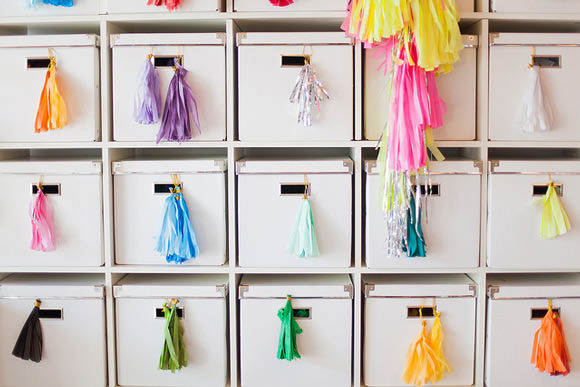 Organized streamers in Geronimo's balloon studio