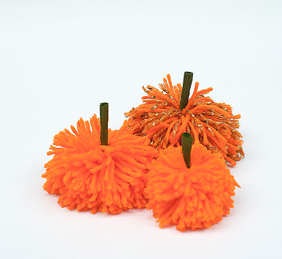 DIY Pumpkin Pom-Pom