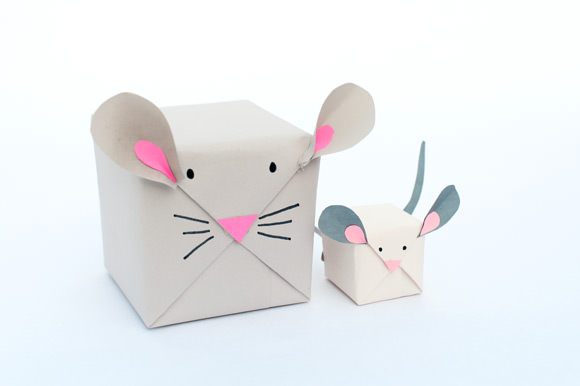 DIY Holiday Mouse Gift Wrap