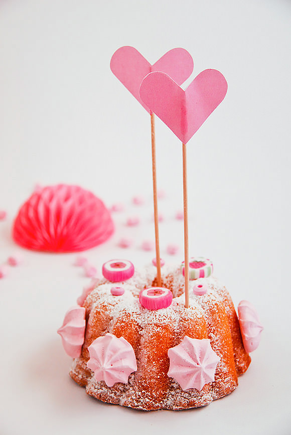 Candy-Coated Mini Cakes For Valentine's Day