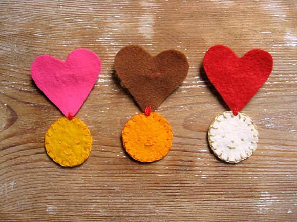 DIY Felt Valentine Medals