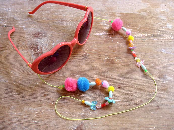 DIY Lolita's Eyeglass String Necklace