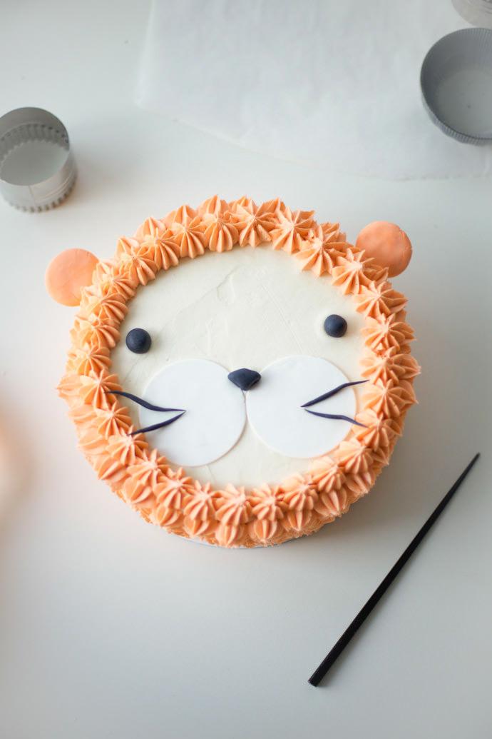 """I Am, Lion Hear Me Roar!"" DIY Lion Cake"