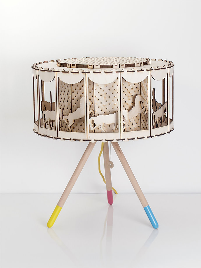 DIY Carousel Table Lamp (via Smagaprojektanci on Etsy)
