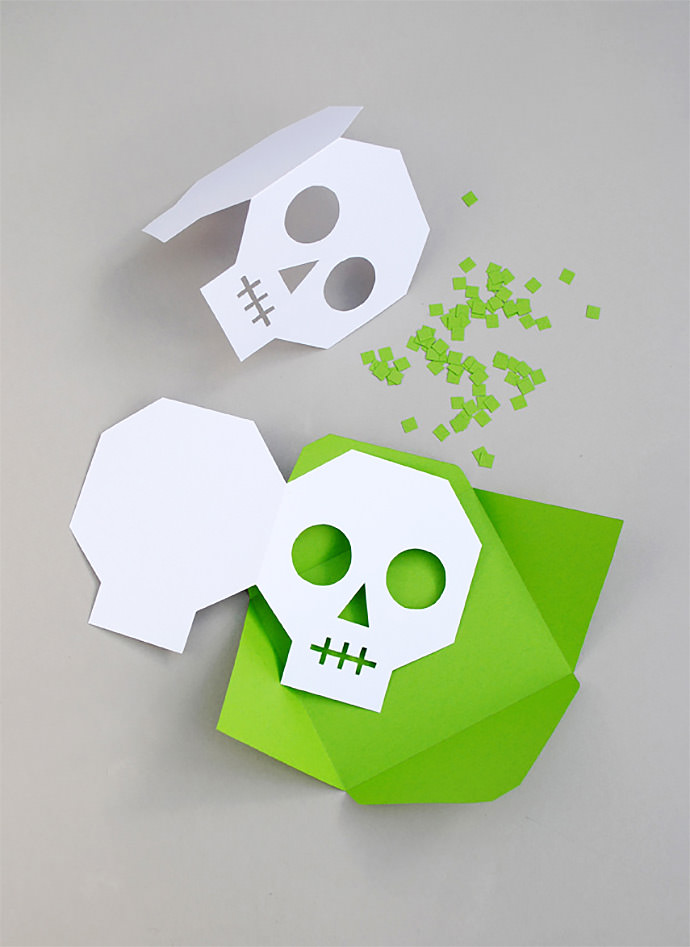 DIY Halloween Skull Invitations (via Minieco)