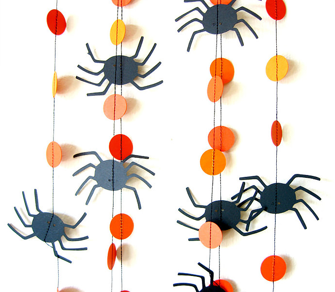 Halloween spider garland from Pelemele on Etsy