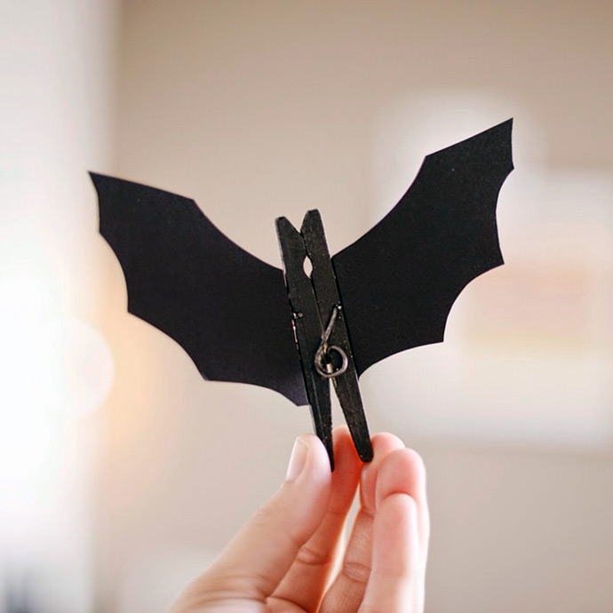 DIY Clothespin Batman - ingenious! (via Estefi Machado)