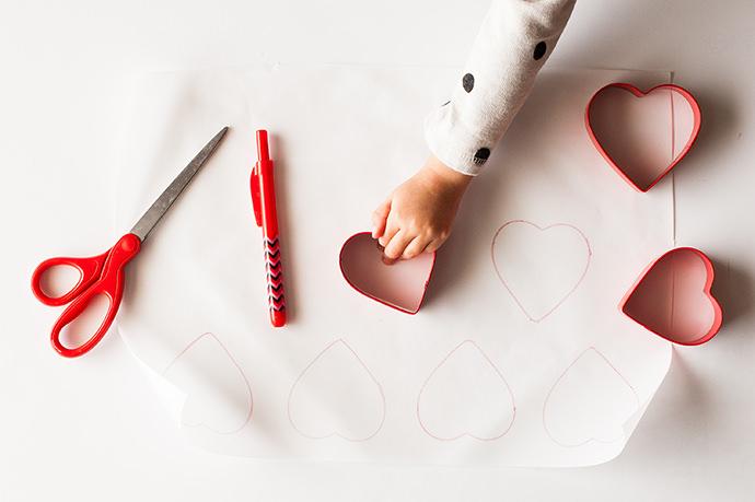 Kayley_Raspberry-Mousse-filled-Meringue-Hearts-4-(1)