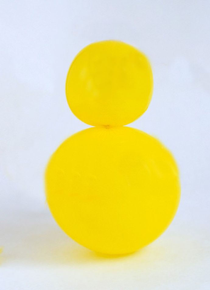 Easy Easter Chick Balloon Garland