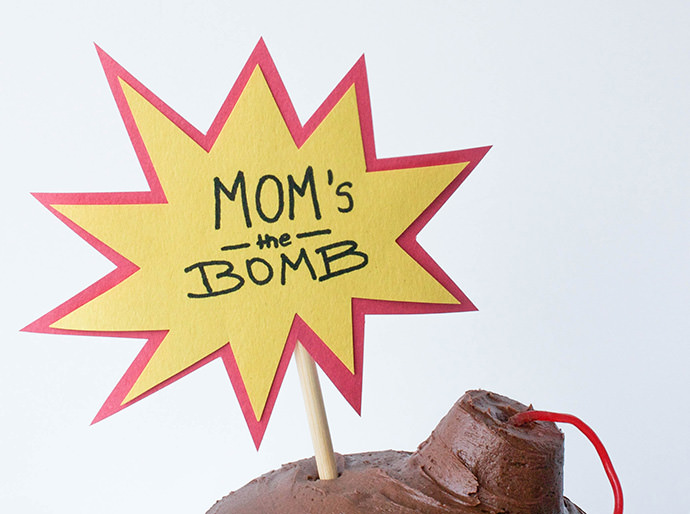 """Mom's the Bomb"" Mother's Day Cake"