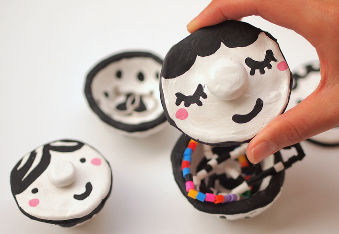Easy Painted Mosaic Pinch Pot Craft for Kids