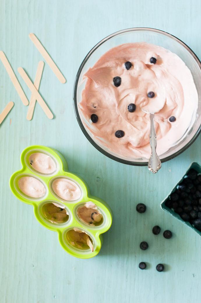 Super Easy Blueberry Polka Dot Fro-Yo Pops