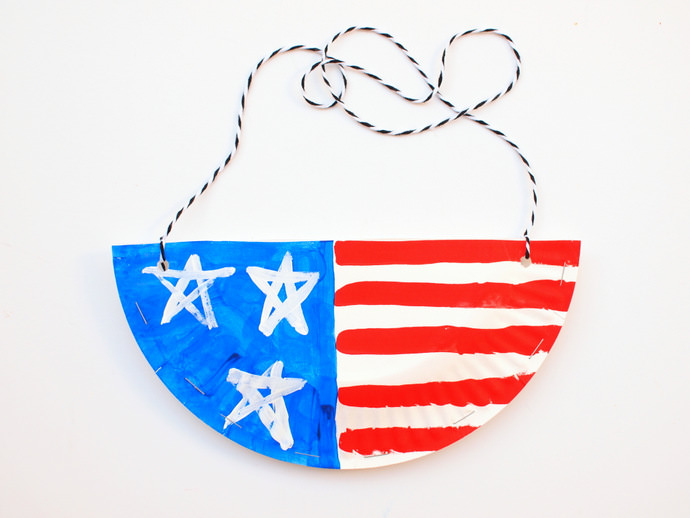 DIY Paper Plate Purses for the 4th of July