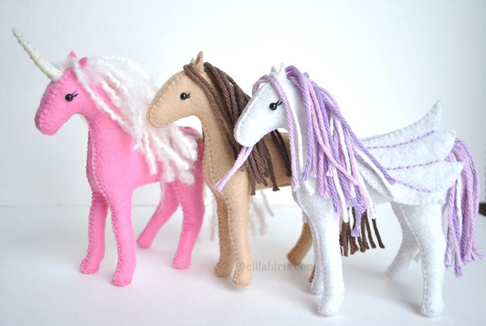 Felt Horse Sewing Pattern, tutorial via Delilah Iris