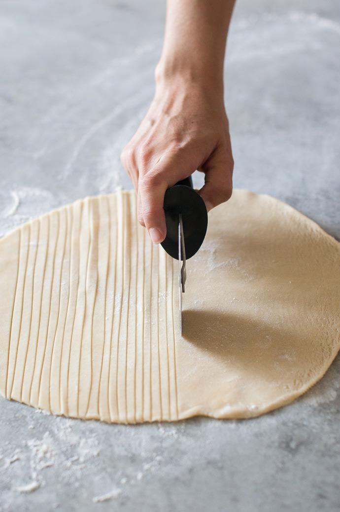 Fishtail Braid Pie Crust Tutorial