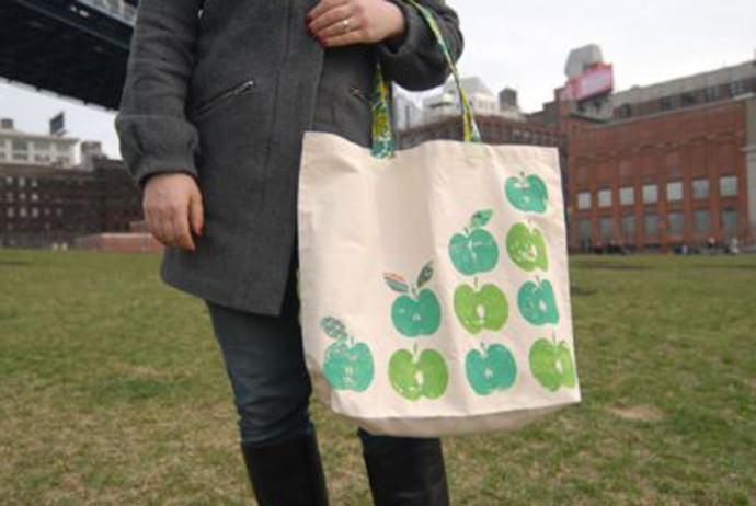 Apple Print Tote Bag, tutorial via Craft Stylish