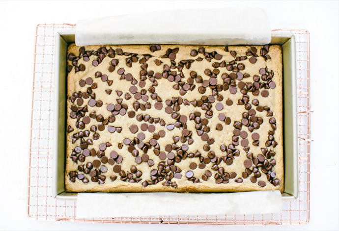 Chocolate Chip Meringue Bars Recipe