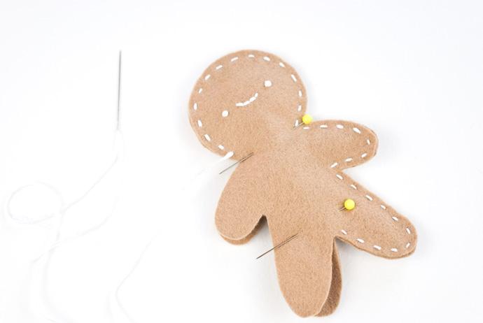 DIY Posable Felt Gingerbread People