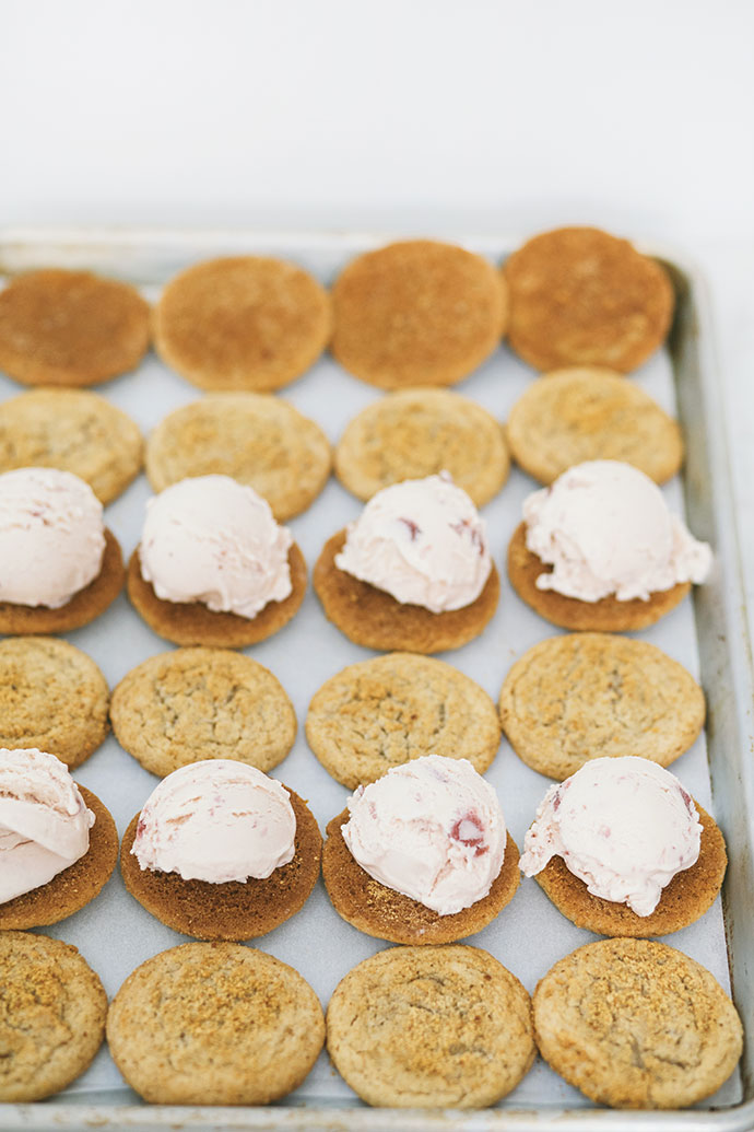 Check out all SEVEN ice cream sandwich recipes on Handmade Charlotte's blog! Made with her yummy homemade cookies and @bluebellicecream. So good, you'll want to lick your screen! #recipe #icecream #cookies #icecreamsandwich #homemade #bluebellicecream