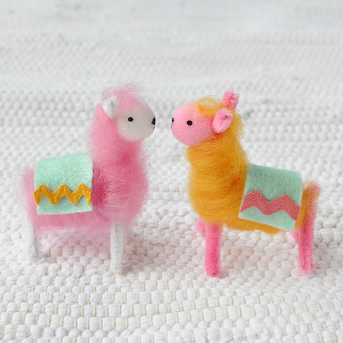 Pipe Cleaner & Wool Llamas